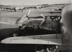 Transport-Flugzeuge auf dem Flugplatz Tegel, September 1948 © Landesarchiv Berlin