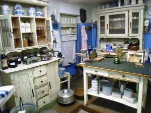 Nachgebaute Küche einer Arbeiterfamilie