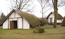 Auf dem Museumsgelände steht der Nachbau eines germanischen Gehöfts.