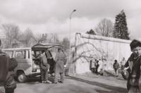 Mauerdurchbruch an der Grenze zu Glienicke, 3.3.90, Foto: Gerd Koischwitz © Museum Reinickendorf
